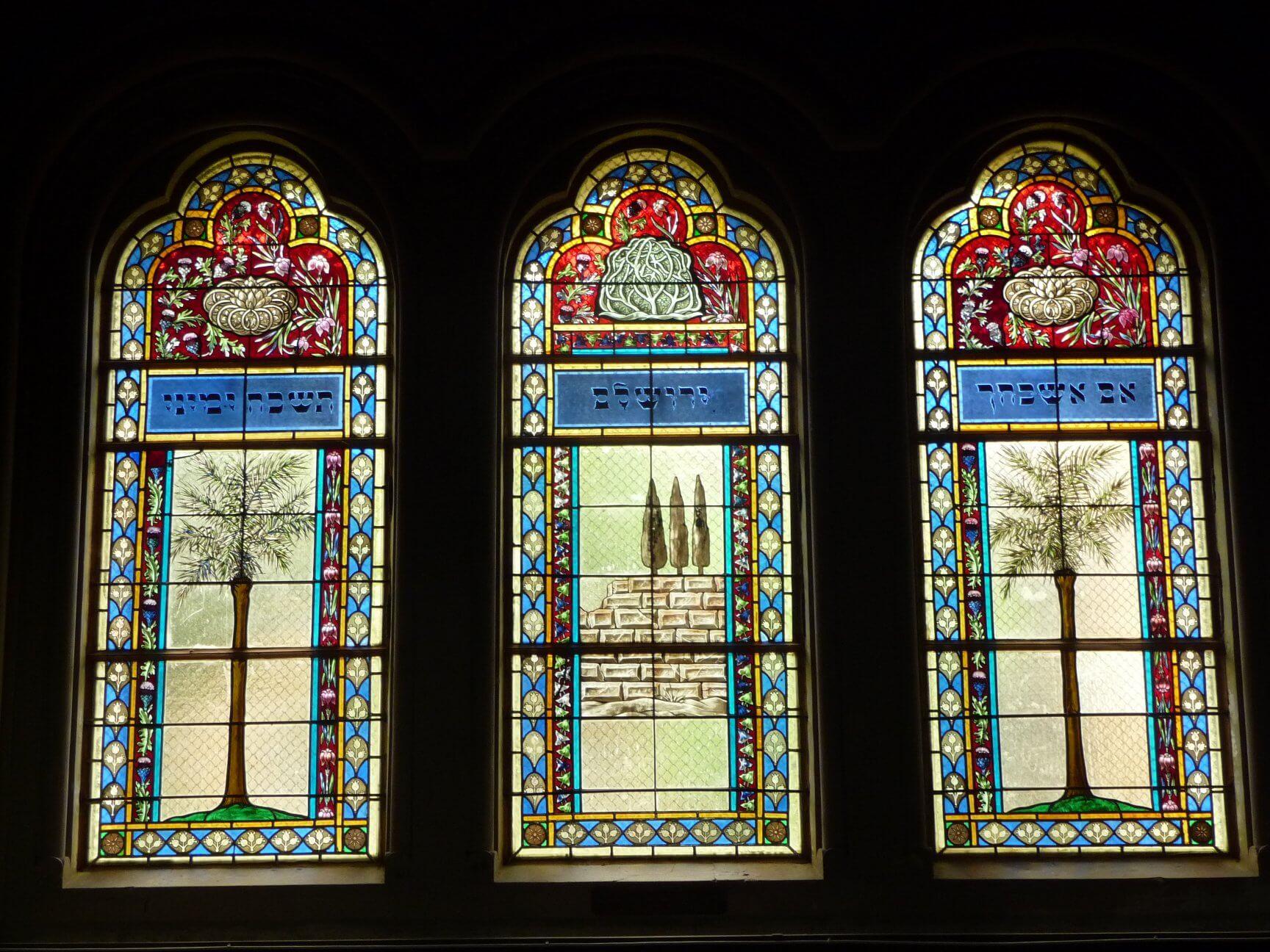 Glasfenster in der Szegeder neuen Synagoge