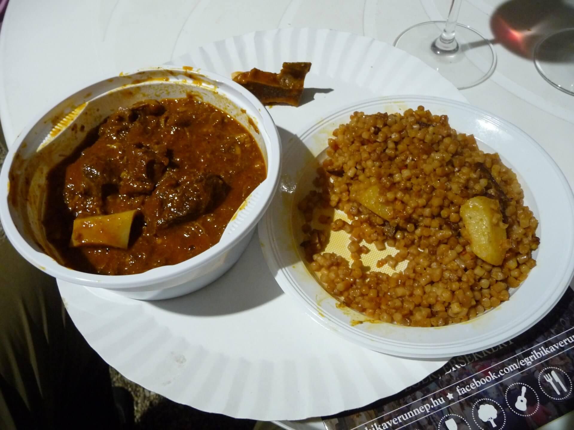 Schaf-Pörkölt mit Tarhonya, Weinfest Eger