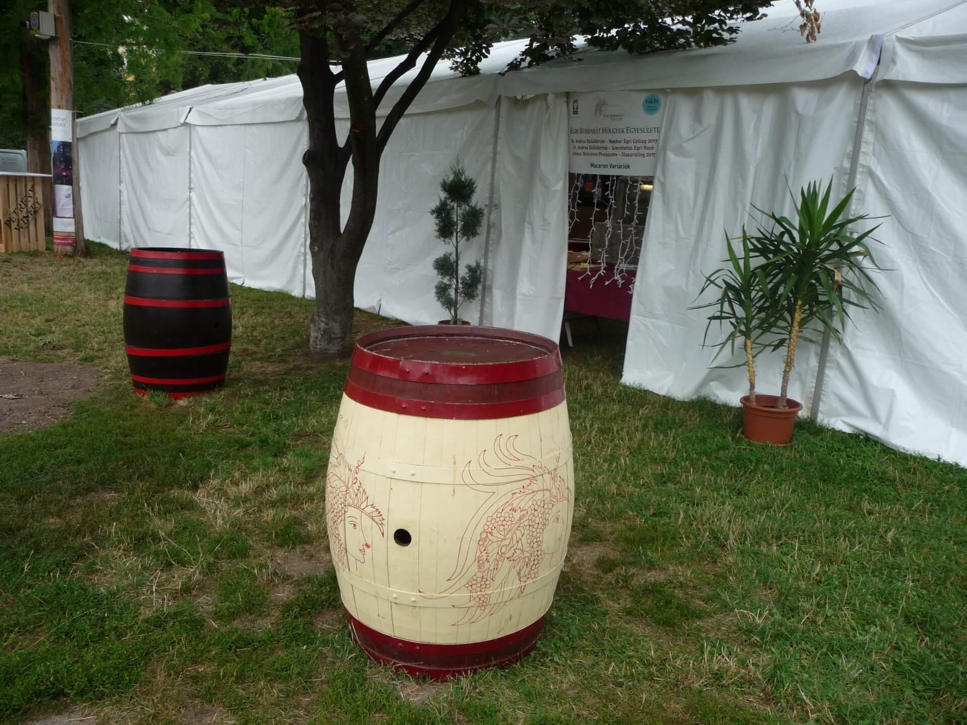 Stillleben auf dem Weinfest Eger