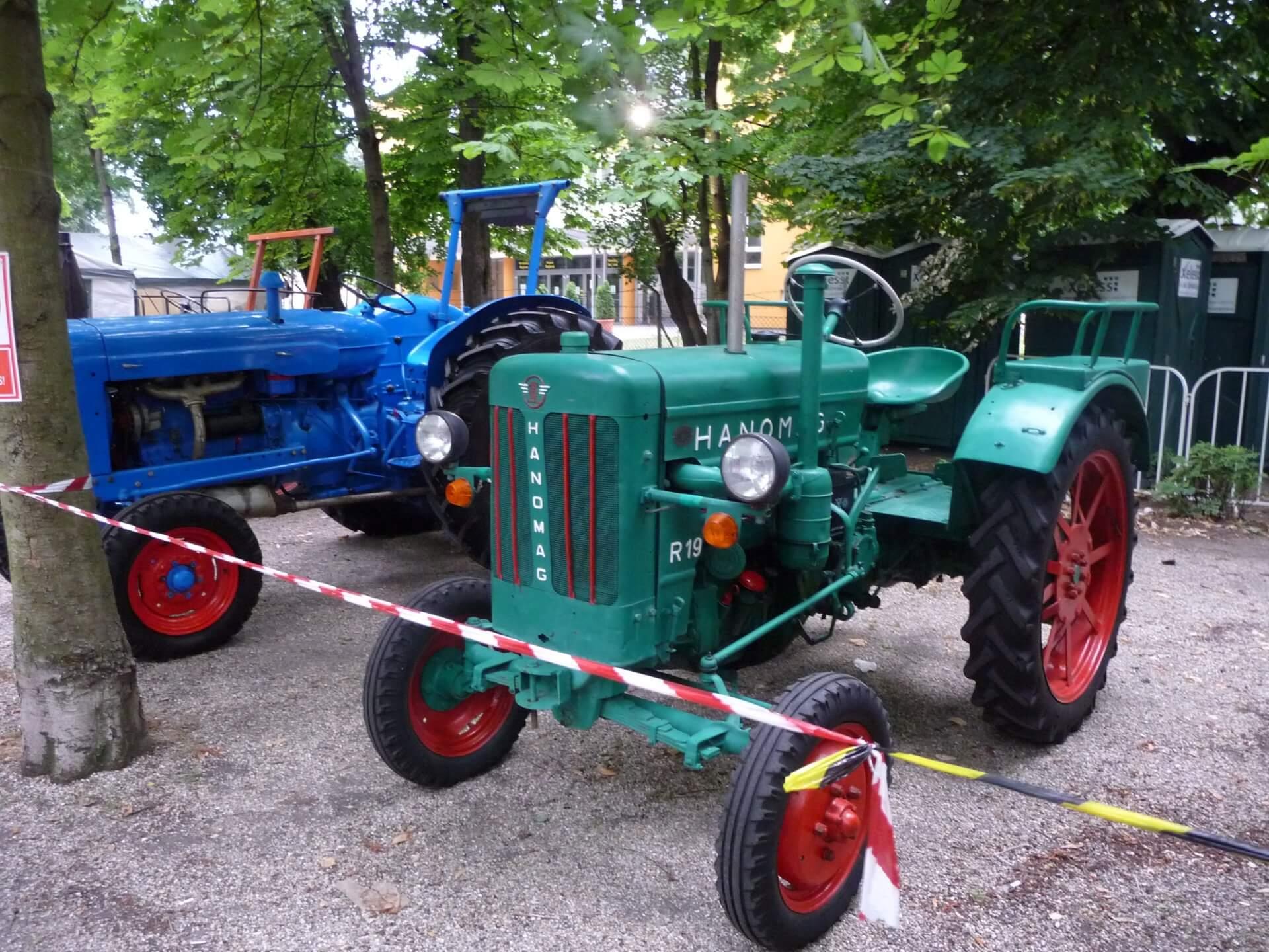 Alte Traktoren auf dem Weinfest Eger