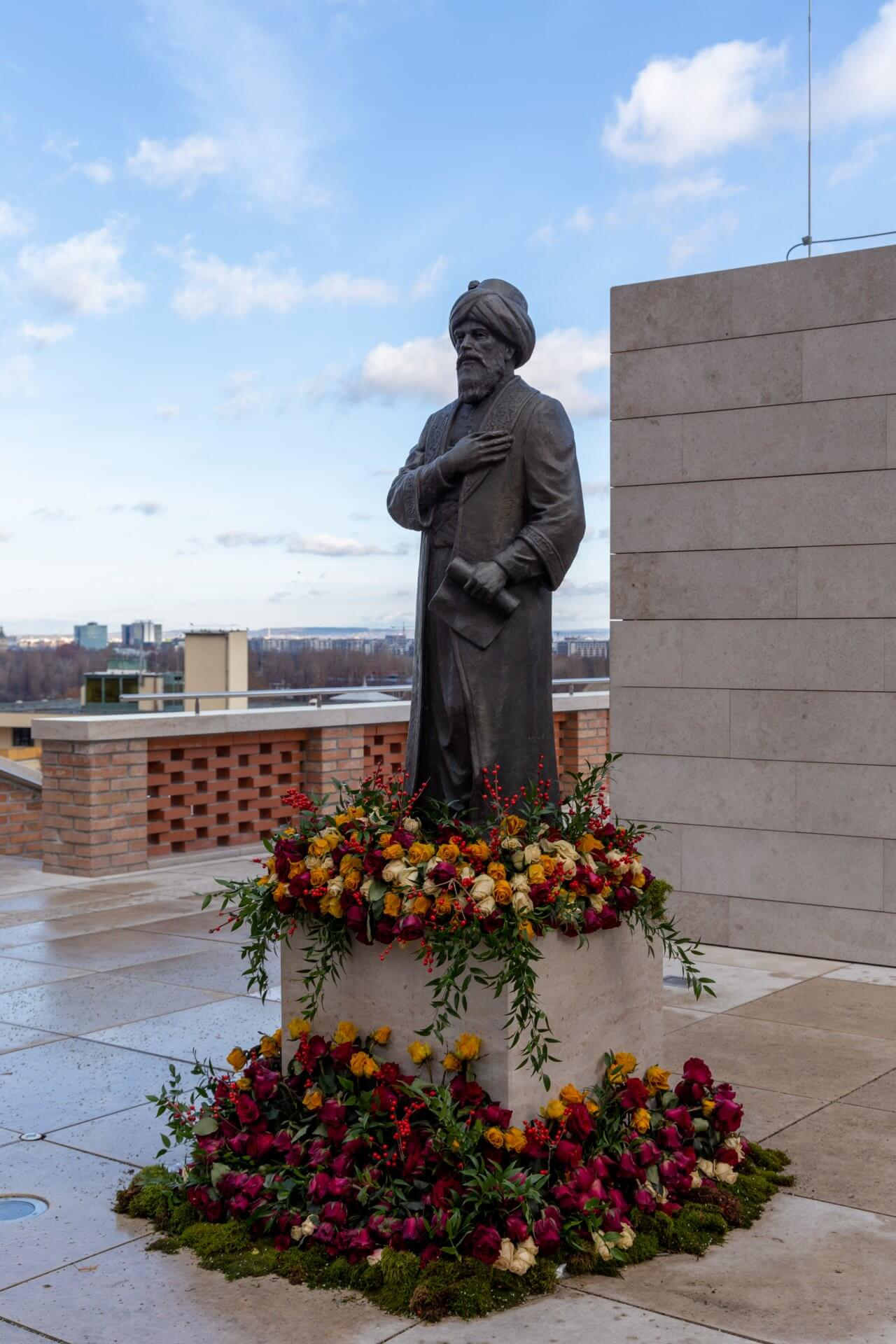 Statue des Gül Baba
