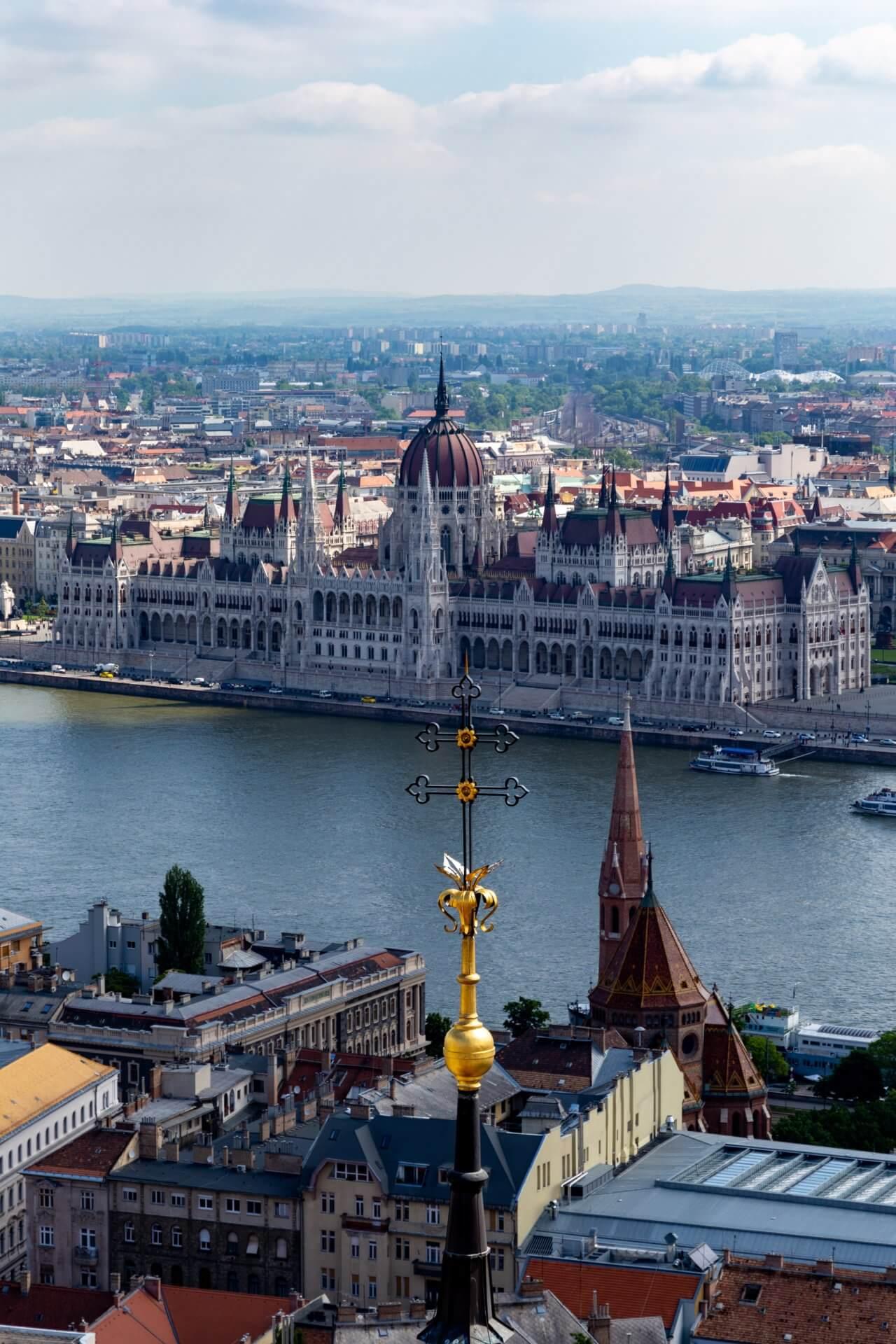 Parlament vom Matthiasturm