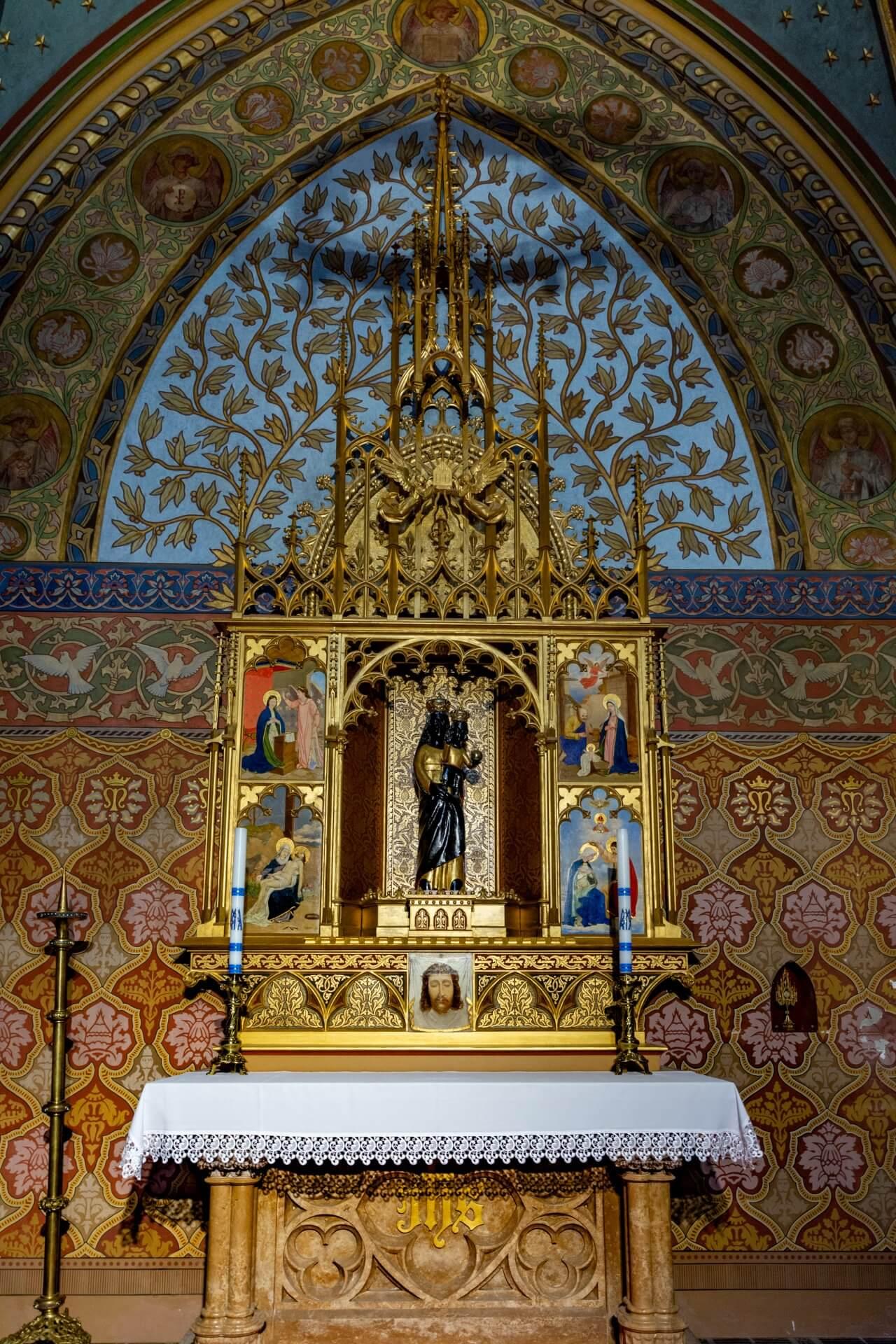 Altar in der Loreto-Kapelle der Matthiaskirche