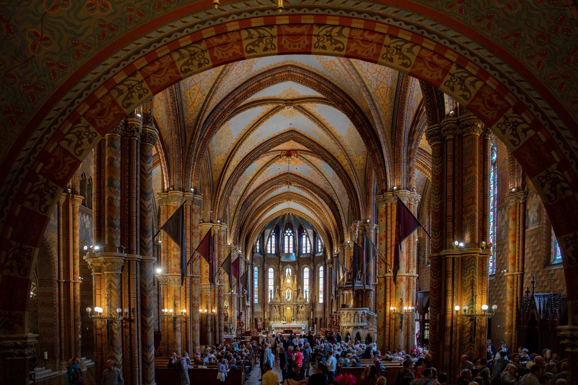 Hauptschiff der Matthiaskirche Budapest