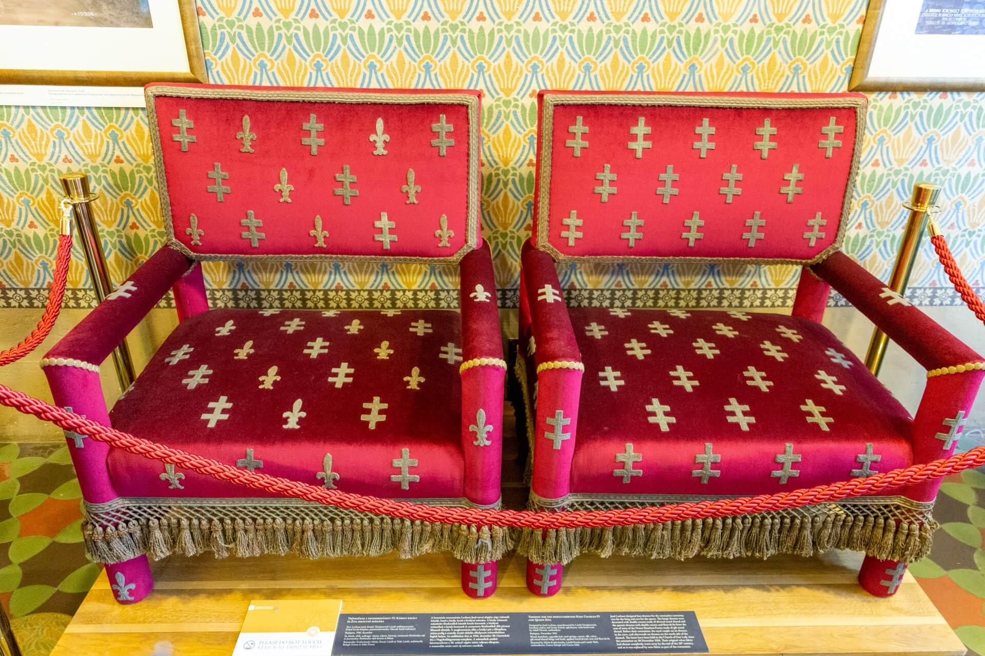 Thron für Karl IV. und Zita