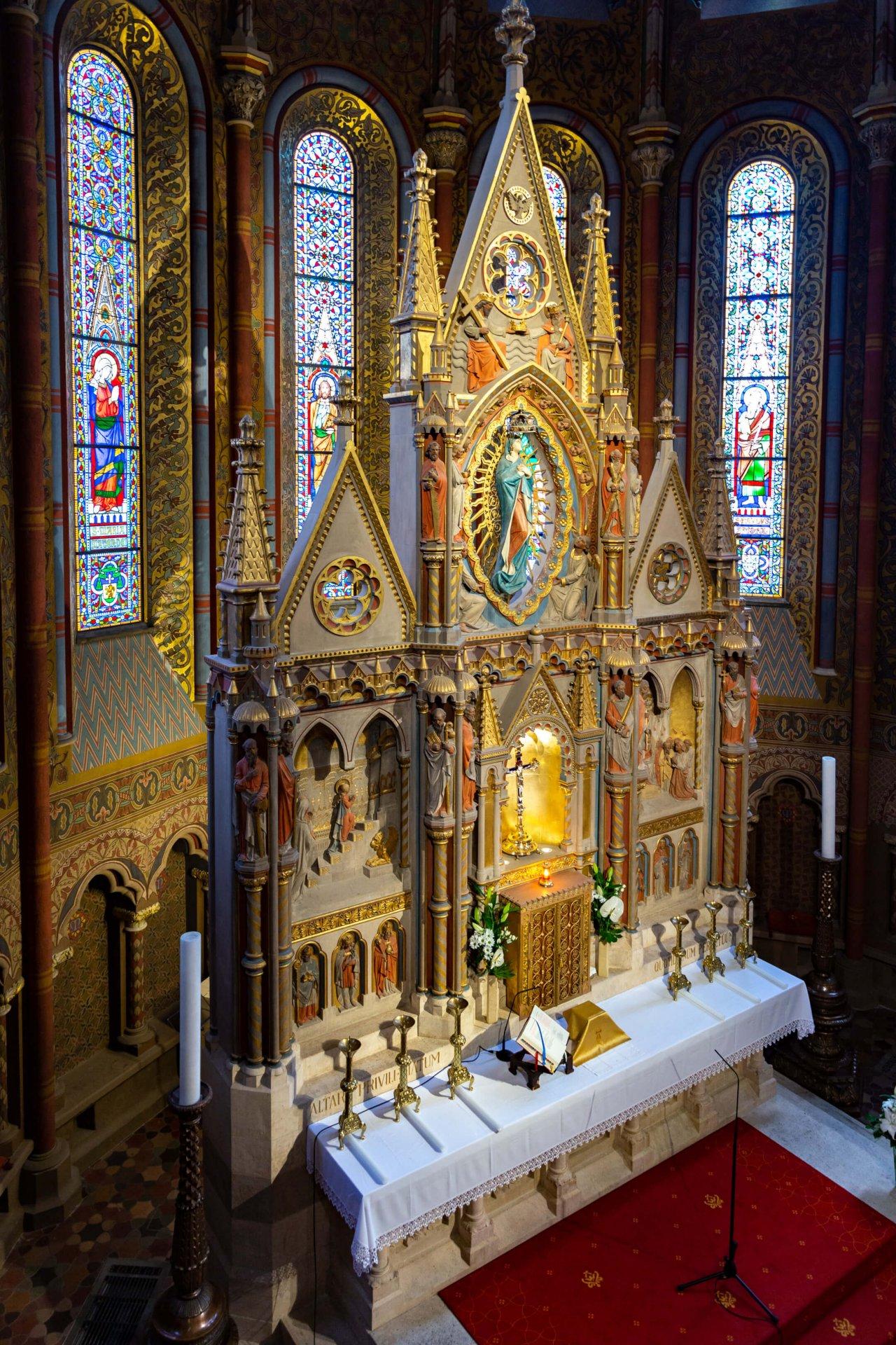 Hauptaltar der Matthiaskirche