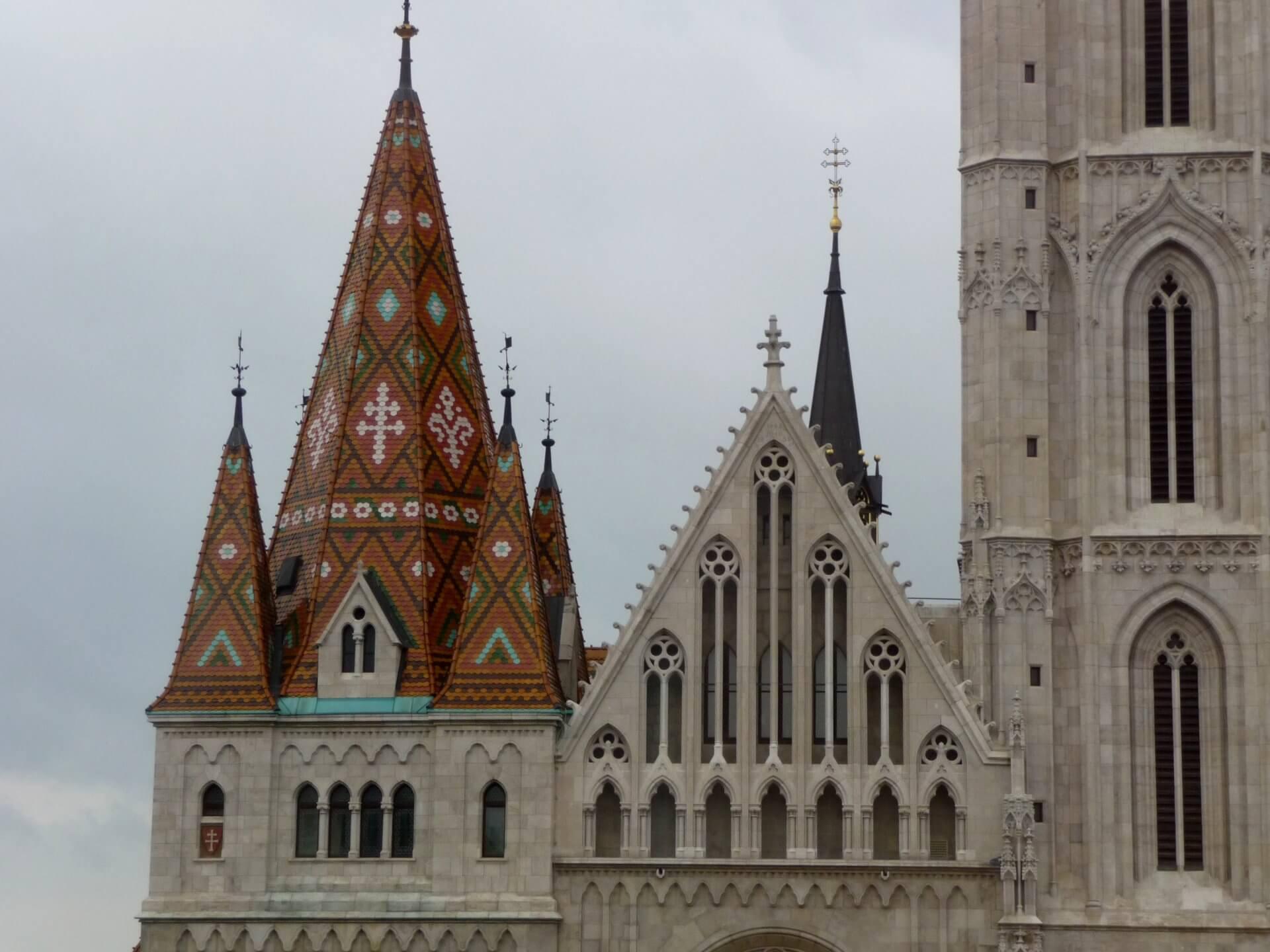 Béla-Turm an der Westfassade der Matthiaskirche