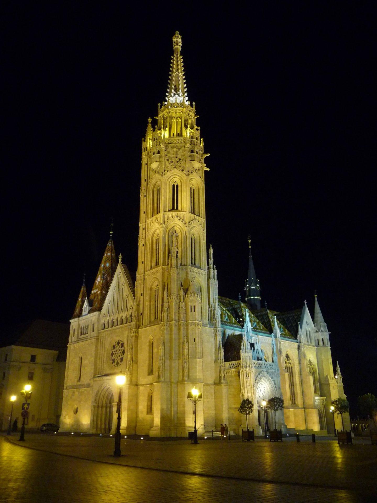 Matthiaskirche nachts