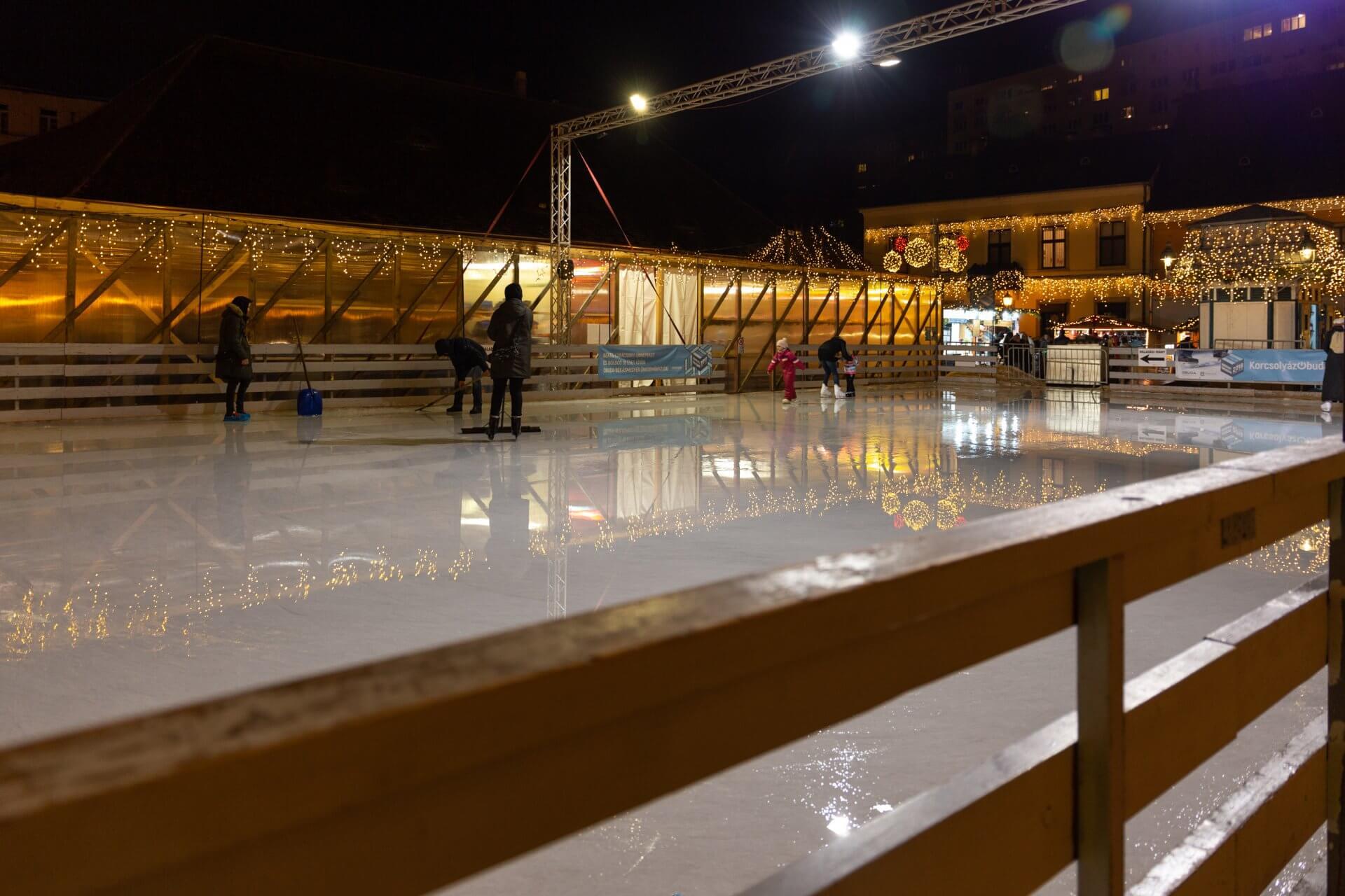 Eislauf auf dem Advent in Óbuda