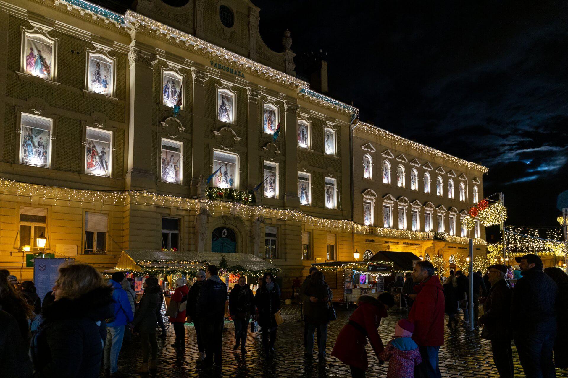 Rathaus Óbuda im Advent