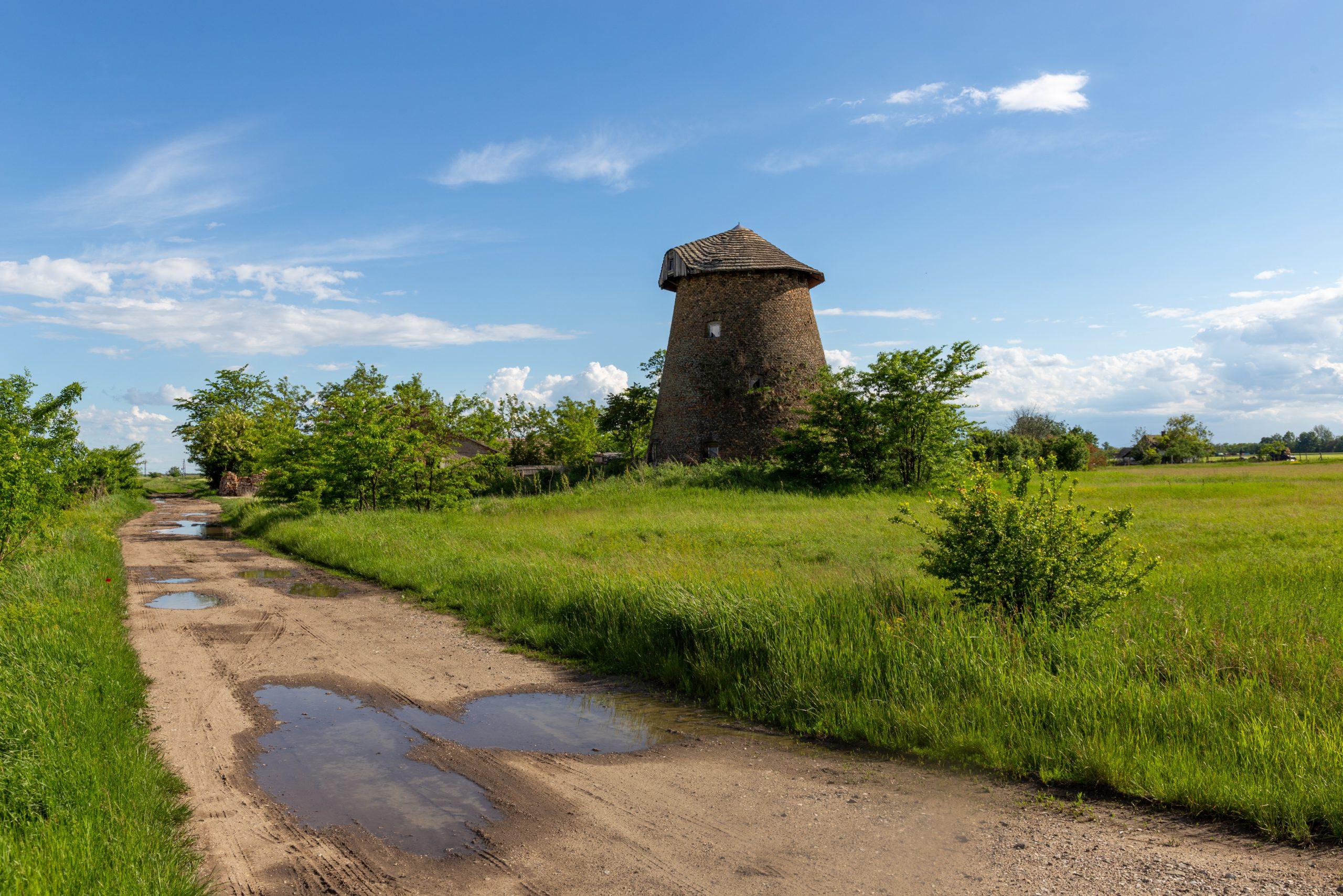 Zur Piroschka-Windmühle in Székkutas