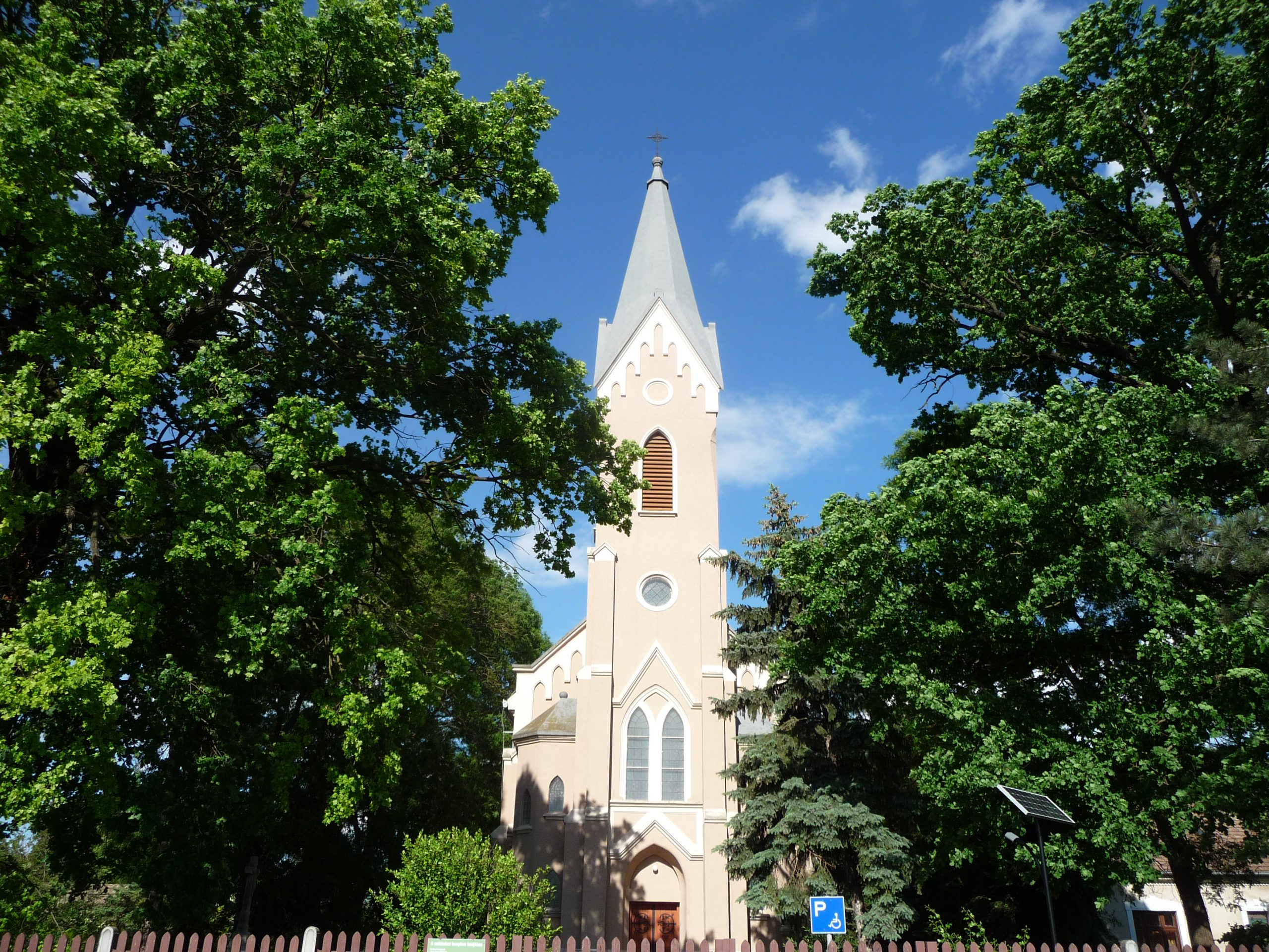 katholische Szent-Mihály-Kirche